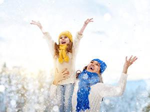 Hintergrundbilder Winter Kleine Mädchen Schnee Glücklich Hand Schal Kinder
