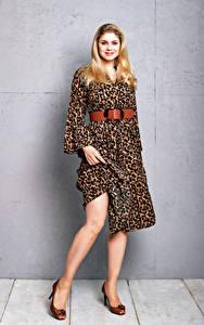 Fotos Yvonne Woelke Blond Mädchen Lächeln Kleid Blick Prominente Mädchens