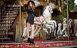 Bilder Pose Karussell Kleid Der Hut Bein Zoe