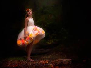 Fonds d'écran Petites filles Les robes danielle waage Sometimes alone is the best place to be Enfants