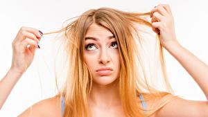 Fotos Haar Blondine Weißer hintergrund Hand hair problems suppleness