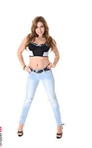 Fotos iStripper Ally Breelsen Weißer hintergrund Braune Haare Lächeln Hand Bauch Bein Stöckelschuh Jeans