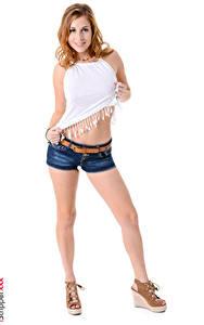 Bilder iStripper Antonia Sainz Weißer hintergrund Braunhaarige Lächeln Hand Shorts Bein Junge frau Mädchens