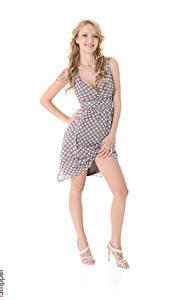 Fotos iStripper Belle Claire Weißer hintergrund Blondine Lächeln Kleid Hand Bein Stöckelschuh junge Frauen