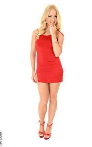 Fotos iStripper Blondine Lächeln Kleid Hand Bein Stöckelschuh Weißer hintergrund Kiara Lord junge frau