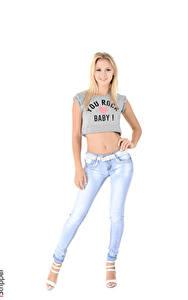 Fotos iStripper Weißer hintergrund Blondine T-Shirt Lächeln Bein Jeans Kristina