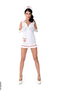 Bilder iStripper Lady Dee Weißer hintergrund Uniform Krankenschwester Brünette Hand Handschuh Bein Stöckelschuh junge frau
