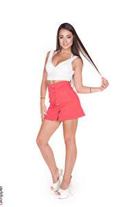 Fotos iStripper Lily Adams Weißer hintergrund Braunhaarige Lächeln Posiert Hand Rock Bein High Heels junge frau