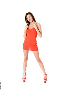 Hintergrundbilder iStripper Tracy Smile Weißer hintergrund Braunhaarige Kleid Hand Bein Stöckelschuh
