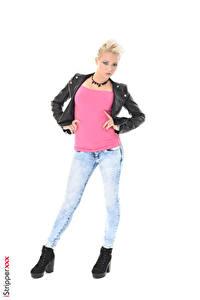 Bilder iStripper Tricia Teen Blondine Pose Jacke Hand Bein Jeans Weißer hintergrund junge Frauen