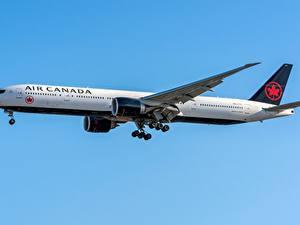 Fotos Boeing Verkehrsflugzeug Seitlich 777-300ER Air Canada
