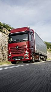 Wallpaper Mercedes-Benz Lorry Red Motion 4x2 Actros