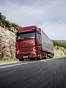 Fotos Mercedes-Benz Lastkraftwagen Rot Bewegung 4x2 Actros Autos