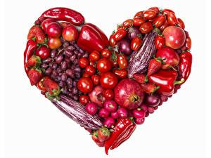 Fotos Gemüse Obst Peperone Tomate Weintraube Granatapfel Äpfel Erdbeeren Radieschen Weißer hintergrund Herz