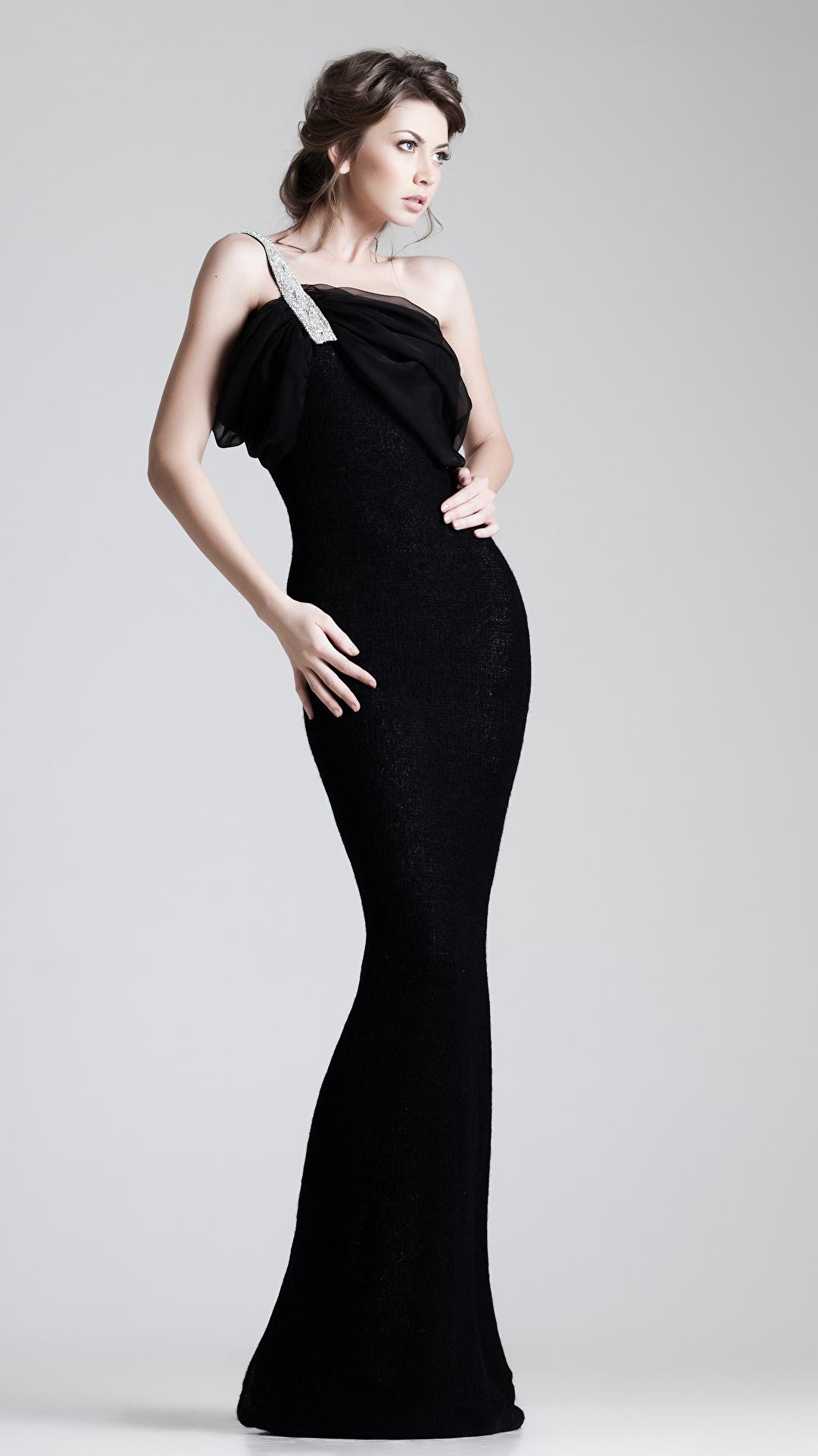 Foto Braune Haare Mädchens Grauer Hintergrund Kleid 1080x1920 Braunhaarige