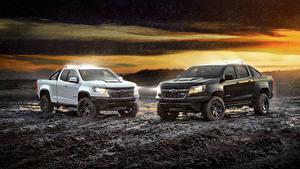 Bilder Chevrolet Regen 2 Pick-up Schlamm Colorado ZR2  Midnight Crew Cab, Colorado ZR2 Dusk Extended Cab Autos