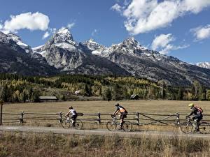 Bilder Wege Mann Gebirge Wald Gras Fahrräder Felsen Natur