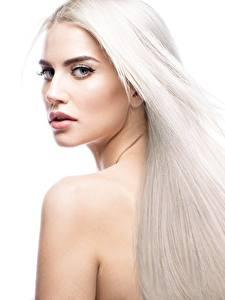 Bilder Blond Mädchen Schöne Haar Weißer hintergrund junge Frauen