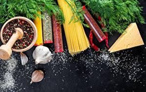 Bilder Gewürze Knoblauch Käse Makkaroni Mörser und Stößel Salz Lebensmittel