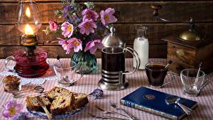 Bilder Stillleben Keks Getränk Kaffee Schmuckkörbchen Milch Petroleumlampe Bretter Tasse Buch Essgabel Flaschen das Essen