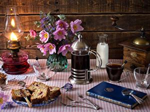 Bilder Stillleben Keks Getränk Kaffee Schmuckkörbchen Milch Petroleumlampe Bretter Tasse Buch Essgabel Flaschen