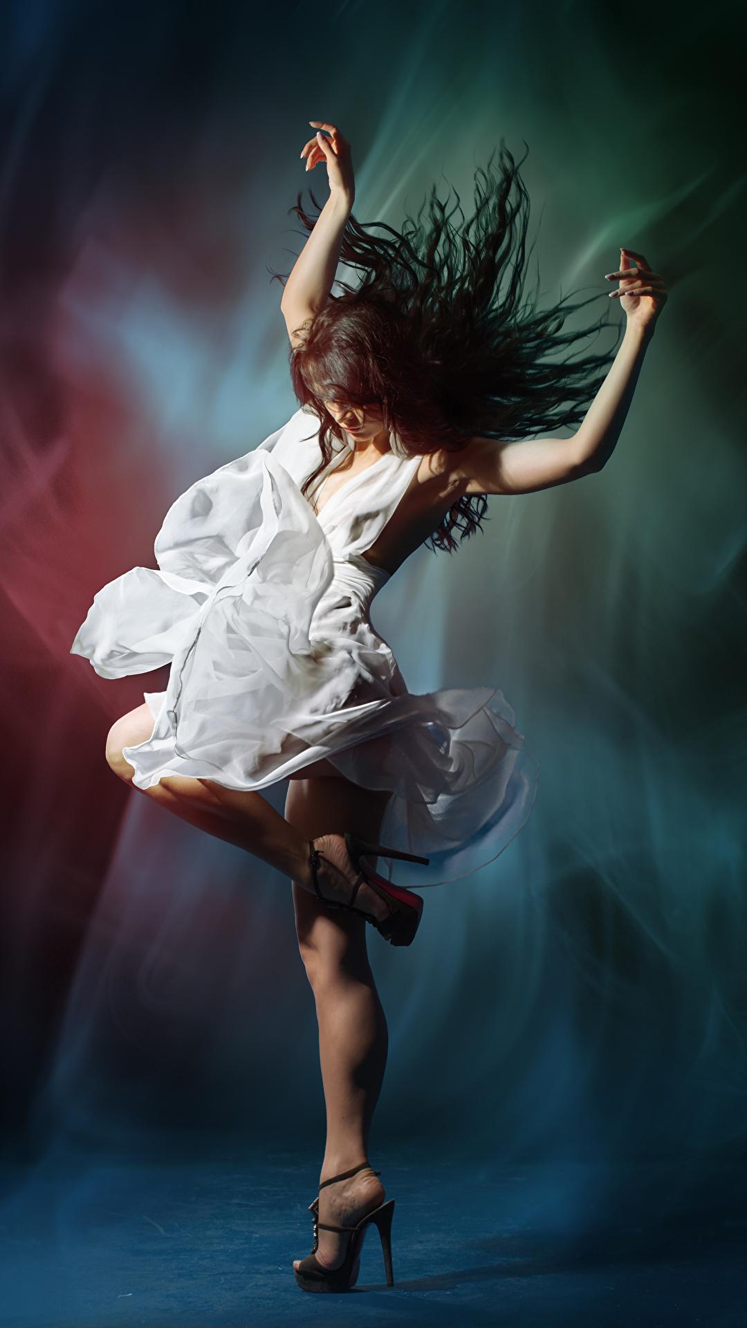 Fotos Braunhaarige Tanzen Mädchens Hand Kleid 1080x1920 Braune Haare Tanz