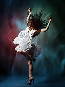 壁纸、、茶色の髪の女性、ダンス、手、ドレス、、