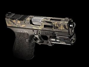 Fotos Pistolen Großansicht Schwarzer Hintergrund Mk 2, Glock 19 Heer