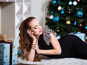 Pictures Christmas Brown haired Dress