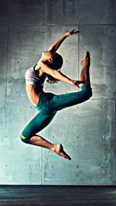 Fotos Tanzen Trainieren Bein Sprung junge Frauen Sport
