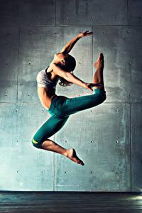 Fotos Tanzen Trainieren Bein Sprung Mädchens Sport