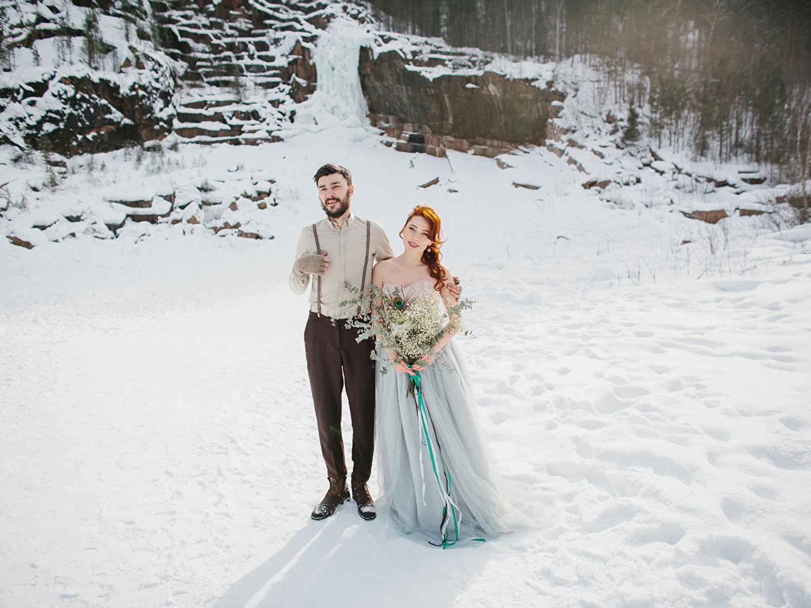 Fotos Bräutigam Braut Sträuße Liebe Winter Mädchens Kleid 1600x1200 bräute
