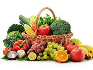 Hintergrundbilder Obst Gemüse Weintraube Äpfel Peperone Kohl Zwiebel Apfelsine Weidenkorb