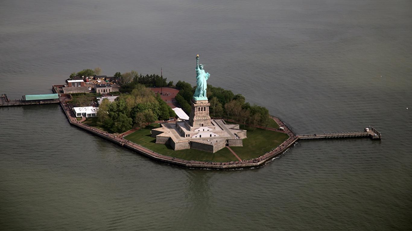 Tapeta na pulpit Statua Wolności Nowy Jork stany zjednoczone Wyspa Widok z góry Miasta 1366x768 USA miasto
