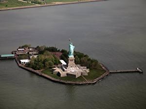 Fotos Vereinigte Staaten Insel New York City Freiheitsstatue Von oben Städte