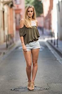 Hintergrundbilder Unscharfer Hintergrund Blond Mädchen Shorts Hand Bein