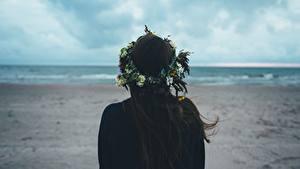 Hintergrundbilder Brünette Kranz Hinten Haar Mädchens