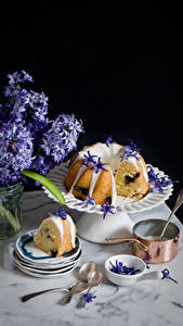 Fotos Stillleben Backware Keks Hyazinthen Teller Löffel Lebensmittel