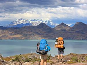 Hintergrundbilder Chile Gebirge See Park 2 Tourist Rucksack South America, Torres Del Paine National Park, Lake Peho Natur