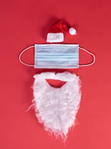 Hintergrundbilder Neujahr Coronavirus Masken Kreativ Roter Hintergrund Weihnachtsmann Mütze Bärtiger