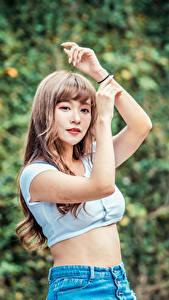 Hintergrundbilder Asiaten Posiert Hand Starren junge frau