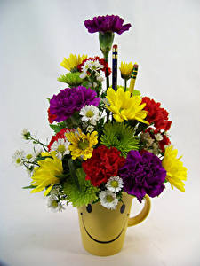 Photo Bouquets Carnations Chrysanthemums Gray background Vase Flowers