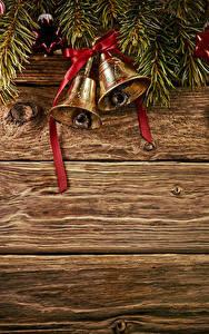 Fotos Neujahr Bretter Ast Glocke Kugeln Schleife Vorlage Grußkarte