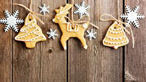 Hintergrundbilder Neujahr Kekse Hirsche Bretter Design Schneeflocken Christbaum Lebensmittel
