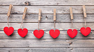 Bilder Valentinstag Bretter Wände Herz Wäscheklammer Rot