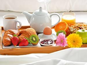 Bilder Kaffee Croissant Obst Frühstück