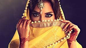 Hintergrundbilder Indian Ukraine Schönes Hand Blick Sofia Zhuravets Mädchens