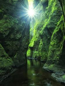 Fotos Schottland Laubmoose Felsen Höhlen Bach Lichtstrahl Devil's Glen Finnich Gorge Natur