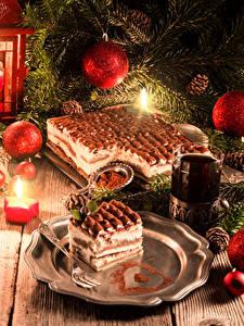 Bilder Neujahr Feiertage Torte Kerzen Tee Bretter Ast Kugeln Zapfen Trinkglas Lebensmittel