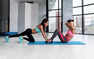 Fotos Fitness Trainieren Zwei Sport Mädchens
